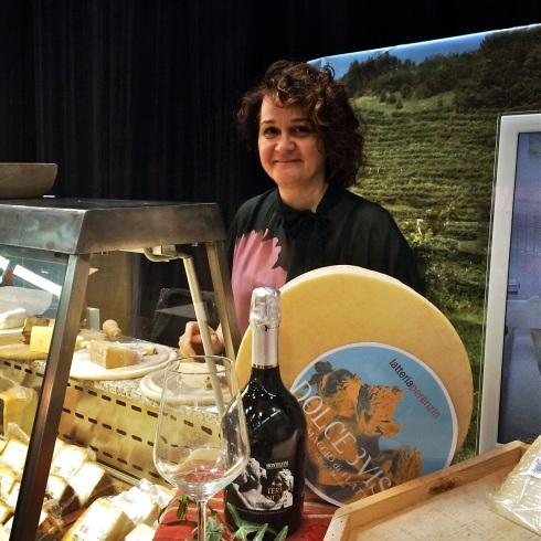 Emanuela Perenzin mit ihren Käsen aus Treviso