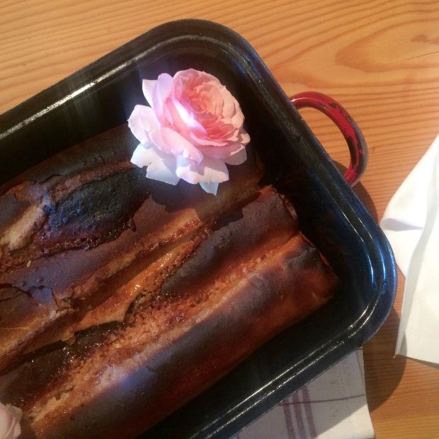 Mandel-Rosen-Kuchen zum Türkischen Kaffee